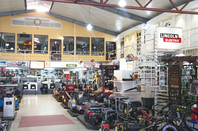 hardware store in Morales
