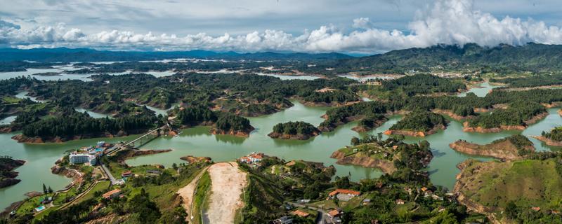 Guatape-Lakes-Pano