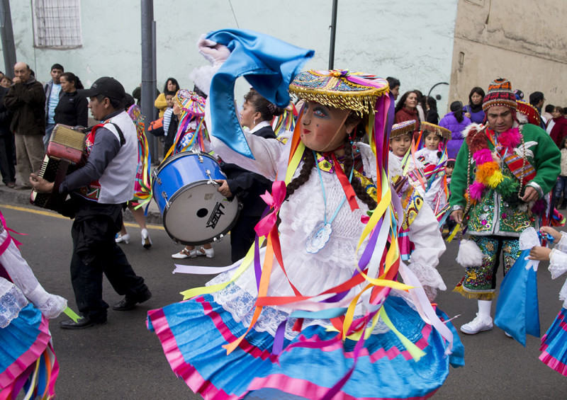 Ribbon dancers, Lima