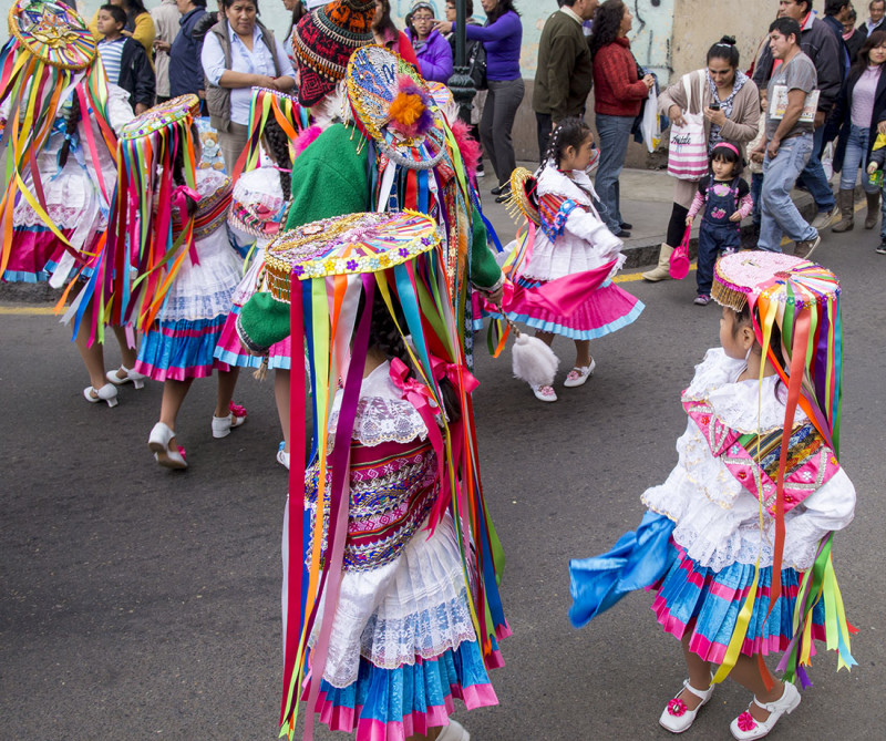 Ribbon girls, Lima
