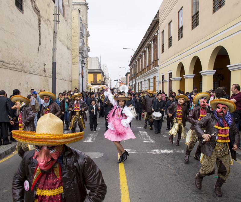 beer dancers, Lima 2