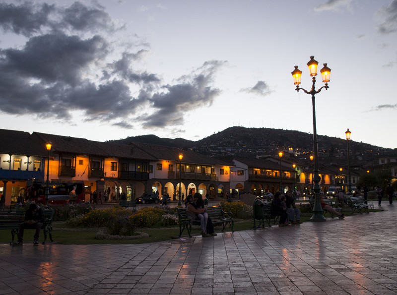 streetlights of Cusco