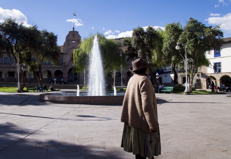 Peruvian woman by fountain