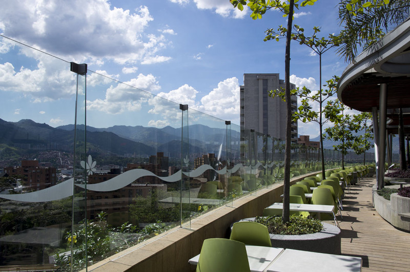 outdoor eating area Santa Fe Mall Medellin Colombia