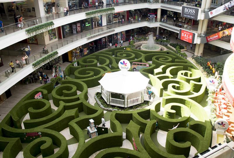 maze at Santa Fe Mall Medellin Colombia