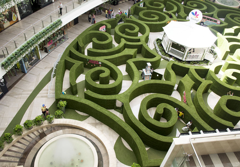 maze at Santa Fe Mall Medellin Colombia
