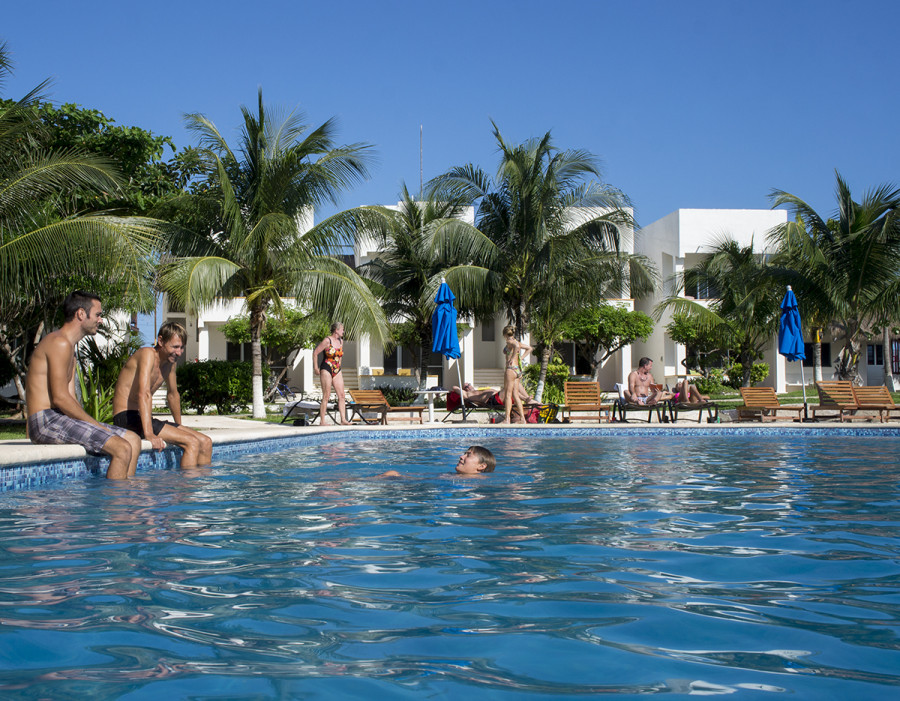 pool at paraiso