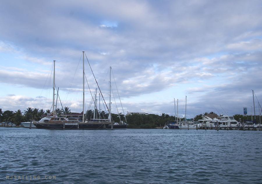 Elmilagro Marina Isla Mujeres
