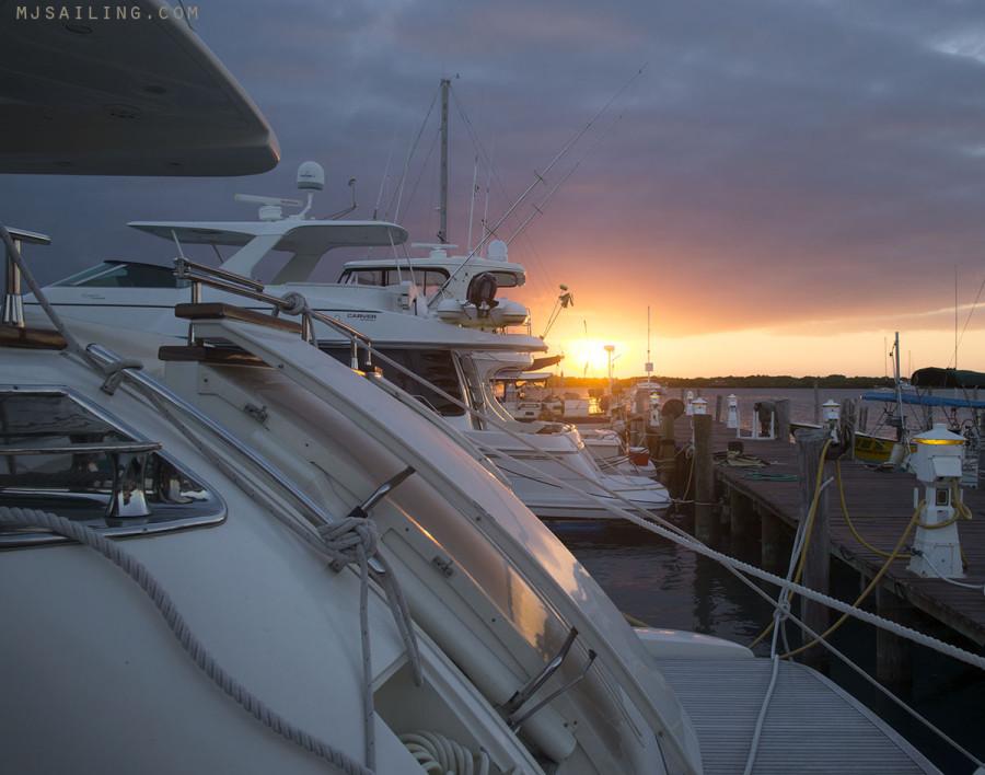 Sunset Marina Paraiso
