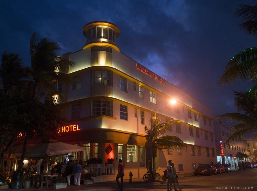 South Beach at night - Waldorf