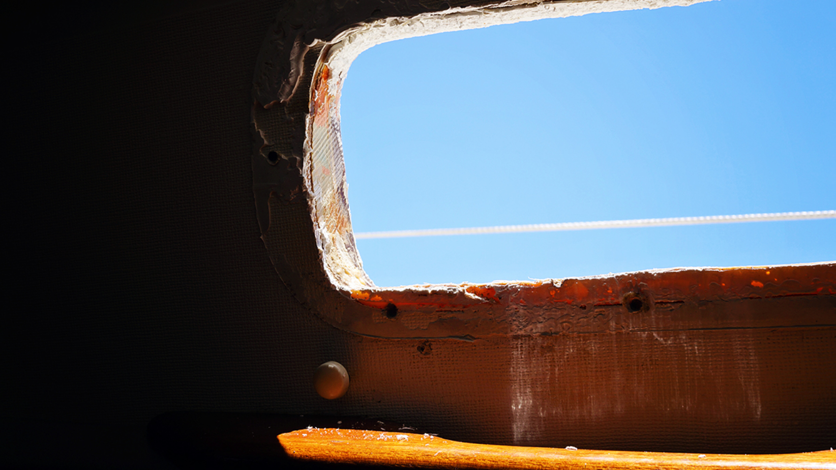 caulk removal of portlight