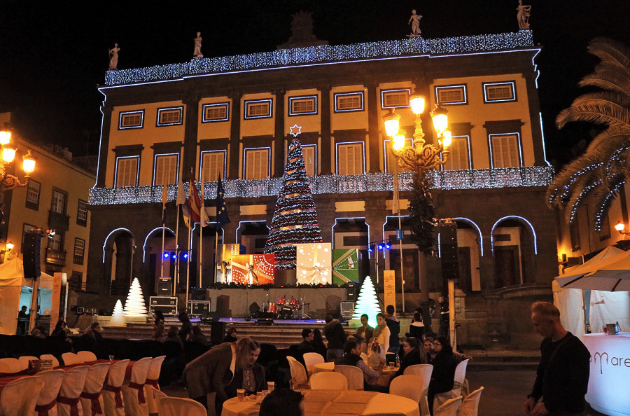 Plaza Santa Ana at Christmas
