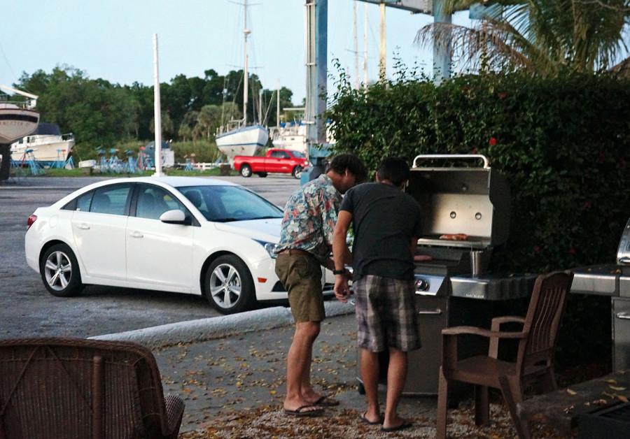 Hannes & Matt grilling