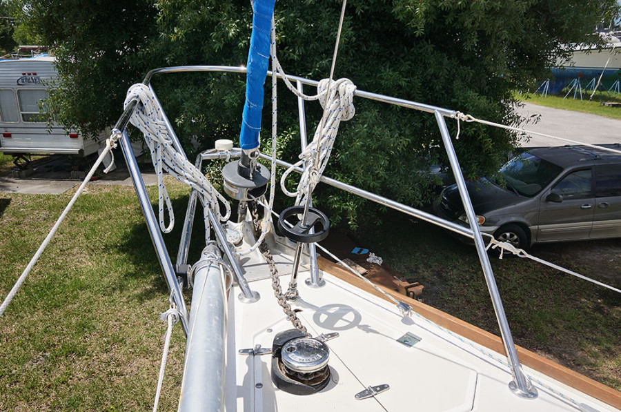 Sabre 34 Targa with solent stay