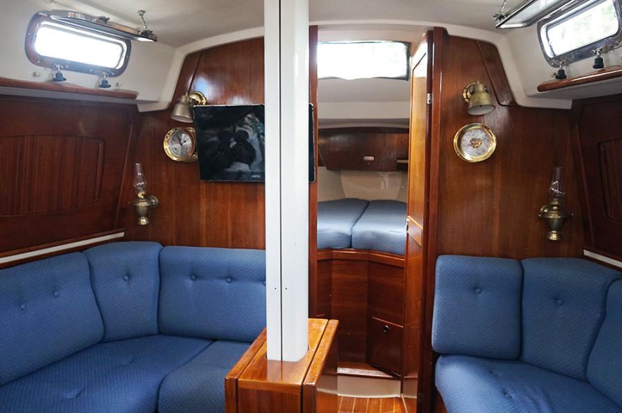 Sabre Targa 34 interior