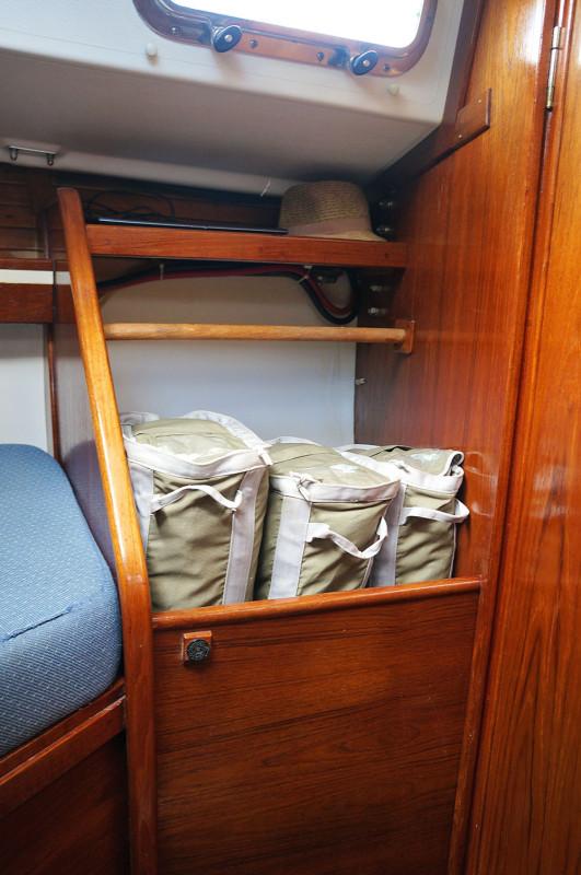 Sabre 34 Targa v-berth hanging locker