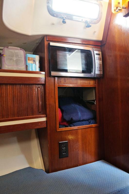 Sabre 34 Targa aft cabin hanging locker
