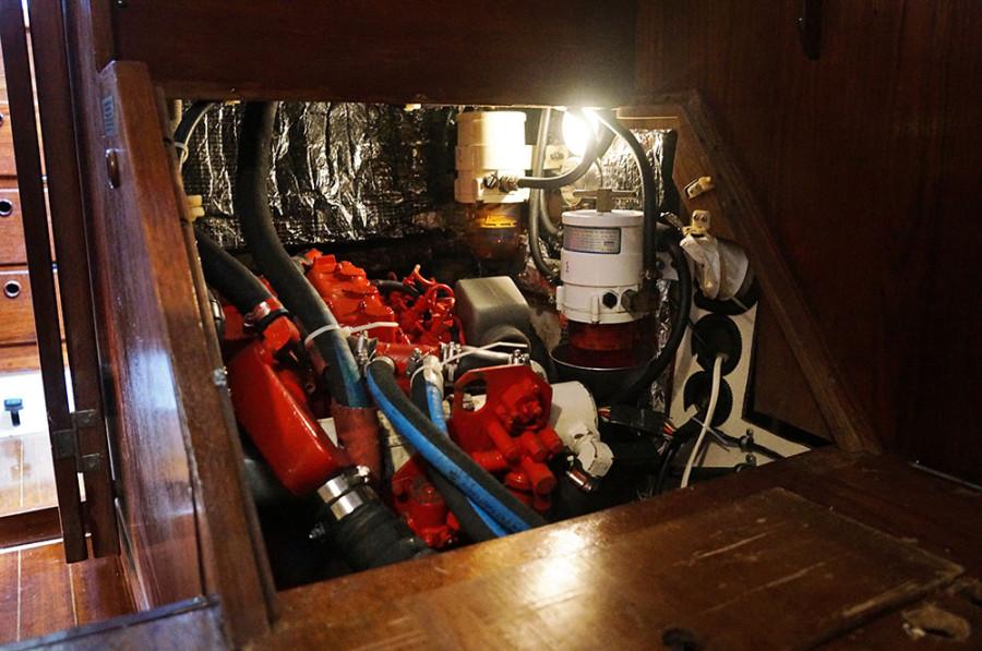 Sabre 34 Targa engine