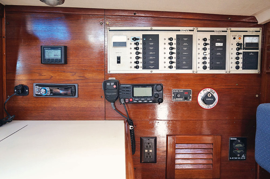 Sabre 34 Targa electrical panel