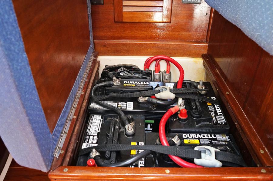 Sabre 34 Targa battery box