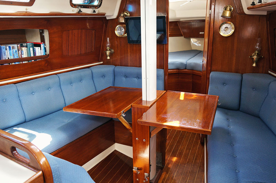 Sabre 34 Targa table up