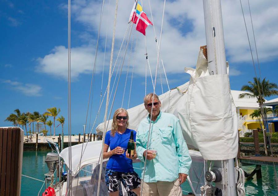 Joni & Bob, checking into Bahamas