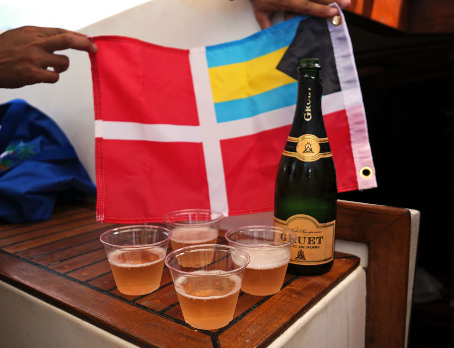 Bahamian flag & champagne