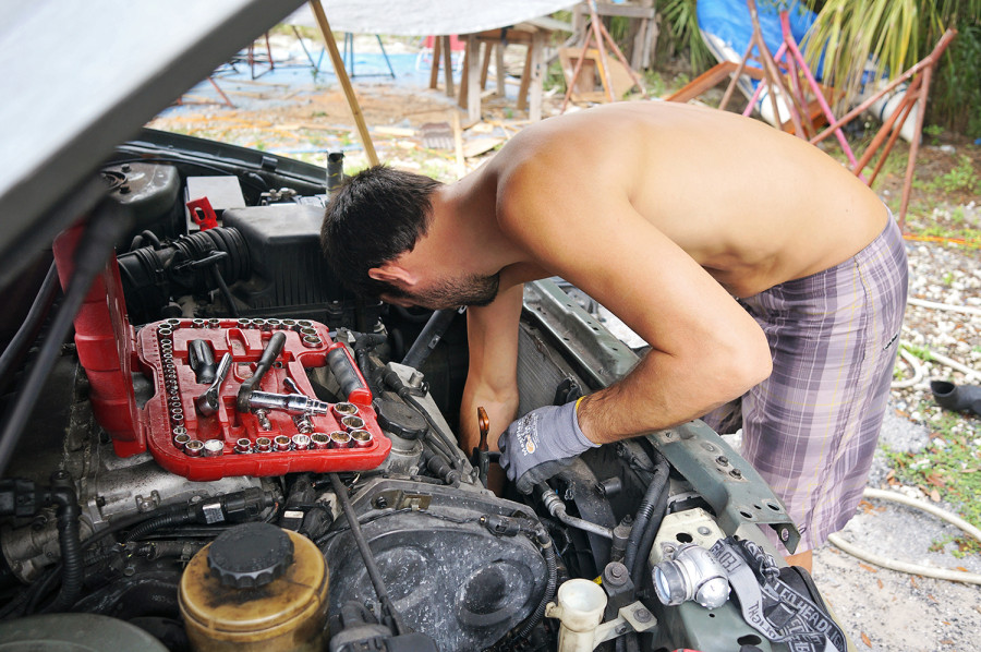 Matt replacing alternator