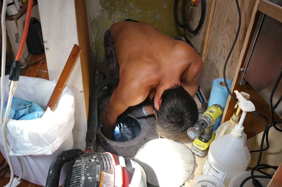 Matt cleaning water tank