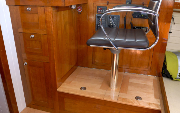 nav seat and electronics